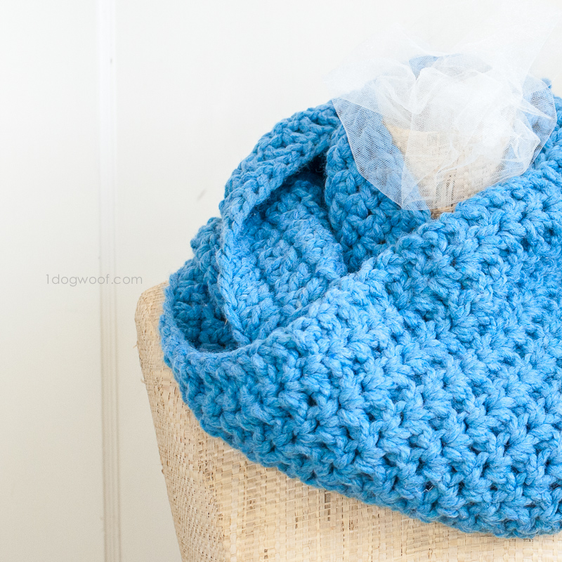 simple infinity scarf, perfect for winter!