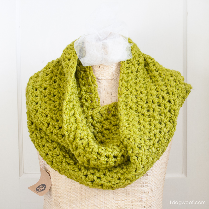 Make this easy infinity scarf in one evening!