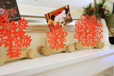 Make a card holder using wooden toys and paper snowflakes #christmas