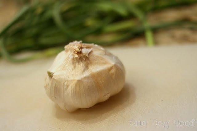 How to Peel Garlic | One Dog Woof | #cookingtips
