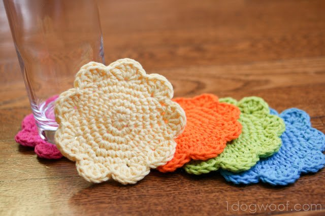 Flower Coasters Pattern | One Dog Woof | #freepattern