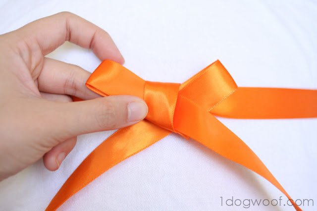 One Dog Woof: How to Tie Ribbon Bows