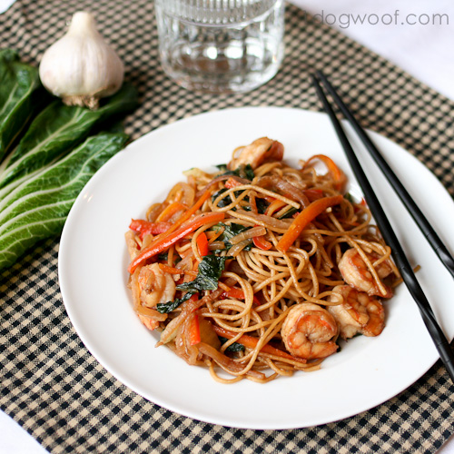 Quick and Healthy Lo Mein Recipe | One Dog Woof | #pasta #asian #stir-fry