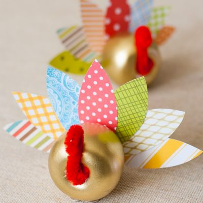 Thanksgiving Turkey Craft: An Apple Turkey