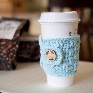 Coffee Cup Cozy. Free basketweave crochet pattern. www.1dogwoof.com