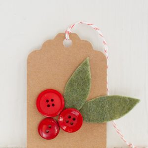 Make a Holly Sprigs gift tag using felt and buttons