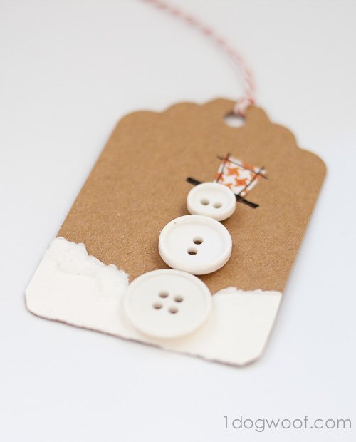 White buttons and white paper make this Button Snowman Gift Tag! www.1dogwoof.com