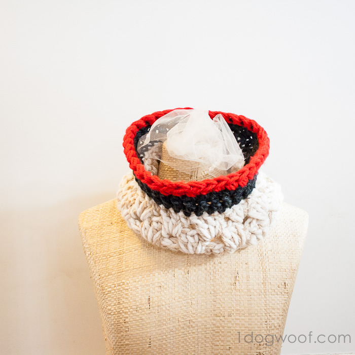 Free crochet pattern for an Anthropologie inspired chunky cowl at www.1dogwoof.com