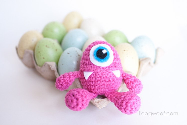 Monster Easter Egg Crochet pattern | www.1dogwoof.com