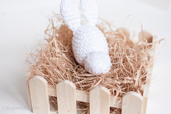 Crochet Easter Bunny | www.1dogwoof.com