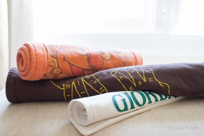 Repurposed T-shirt Burp Cloths | www.1dogwoof.com