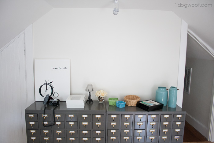 how to style a big blank wall? | www.1dogwoof.com