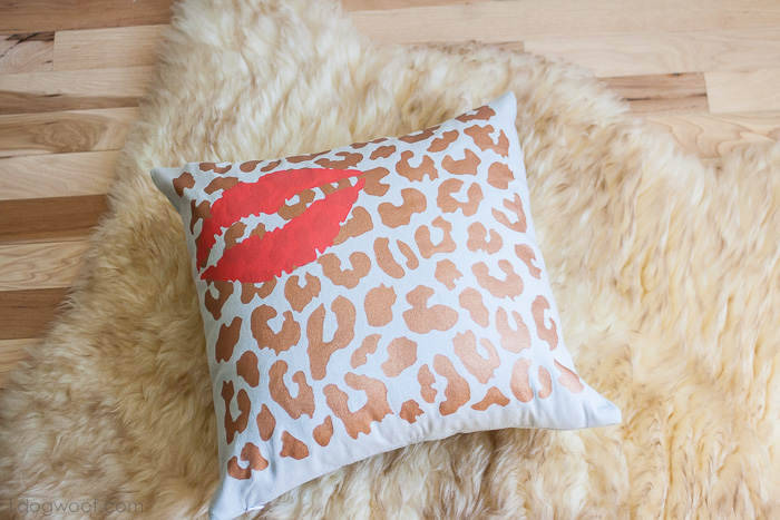 Stenciled pillow | www.1dogwoof.com