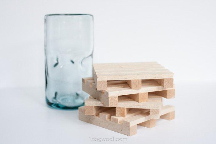miniature pallet coasters | www.1dogwoof.com