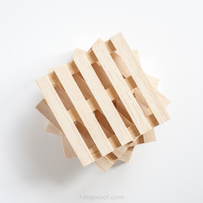 These wooden pallet coasters are too cool!  | www.1dogwoof.com