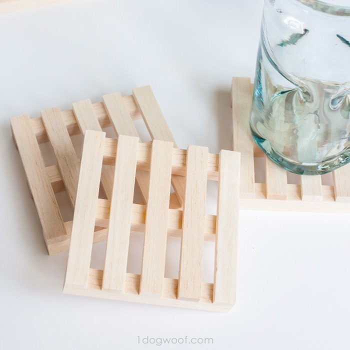 how fun are these wooden pallet coasters? | www.1dogwoof.com
