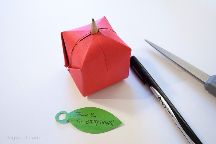 origami apple favor