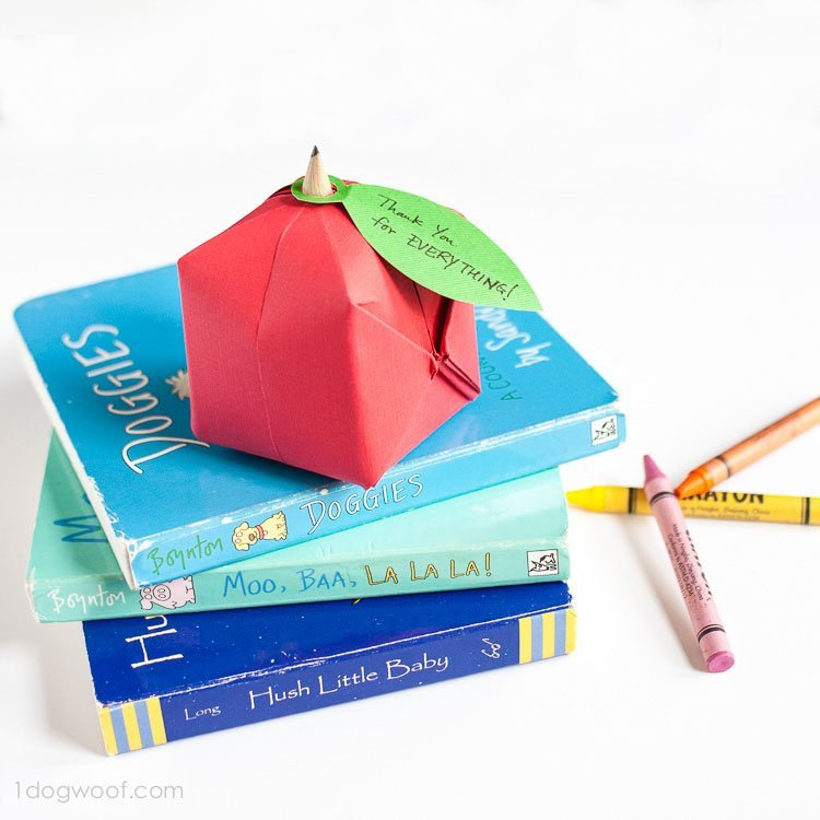 Origami Apple Favor | www.1dogwoof.com