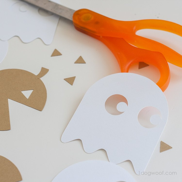 FREE Silhoutte cut files for pacman garland | www.1dogwoof.com
