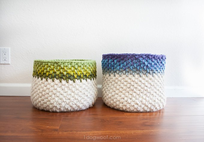 I love the color mixture on these crocheted baskets! | www.1dogwoof.com