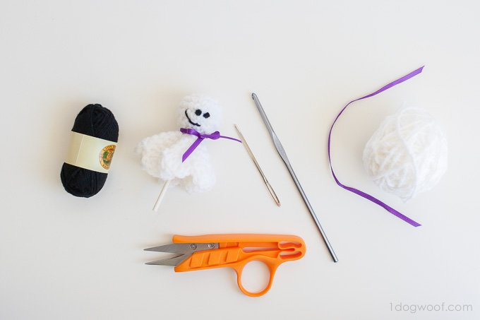 Just a few simple supplies to make a little lollipop ghost | www.1dogwoof.com