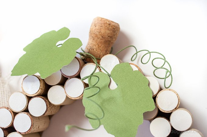 Cut some leaves with a Silhouette Cameo for a cork wreath | www.1dogwoof.com