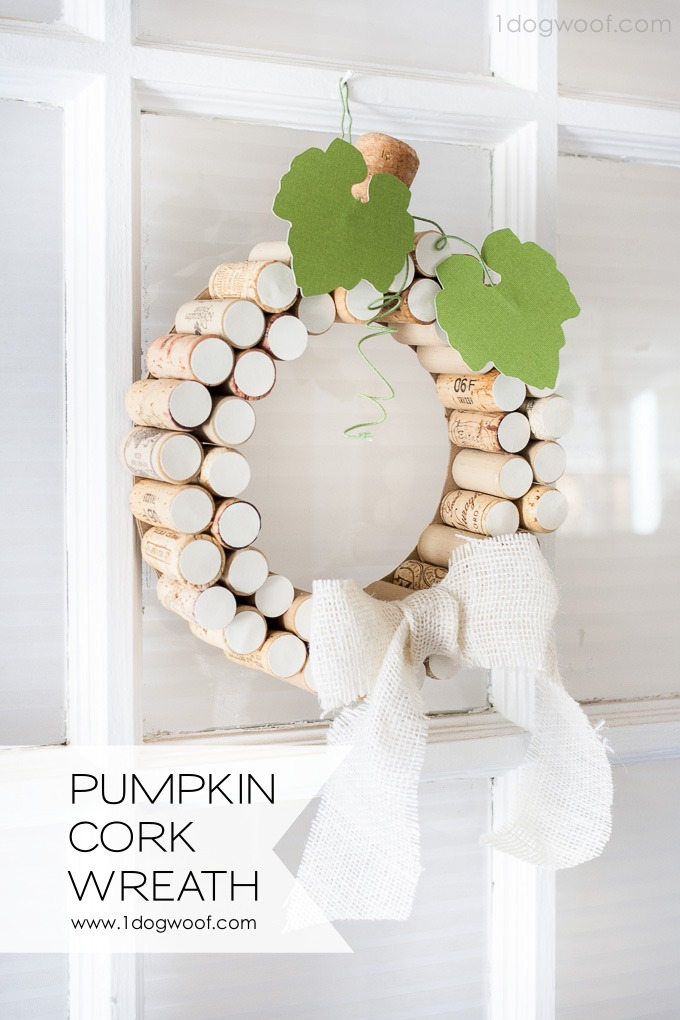 What a neat way to make yourself a pumpkin wreath for fall! Some corks, some wire and some cardstock and I can have my own white pumpkin cork wreath! | www.1dogwoof.com