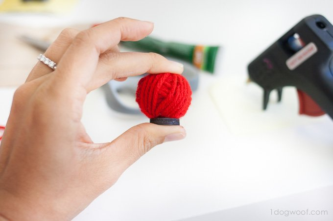 Fun yarn ball magnets - great scrapbuster! | www.1dogwoof.com