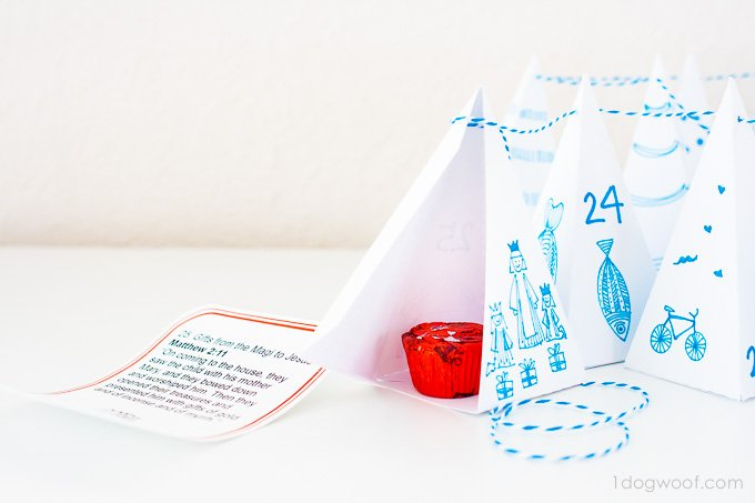 Great idea! Hide treats inside little triangle boxes for advent calendar | www.1dogwoof.com