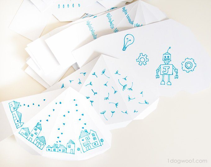 Love the doodles for this triangle box advent calendar! | www.1dogwoof.com