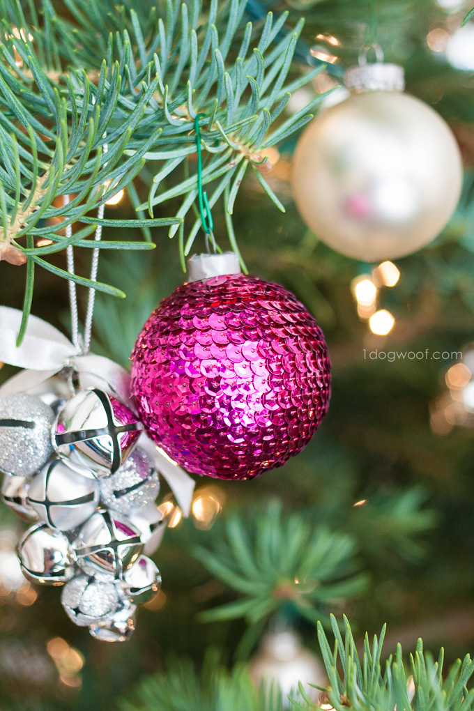 Gorgeous sequin ornaments! Wouldn't they look great with Christmas lights twinkling next to them?  | www.1dogwoof.com