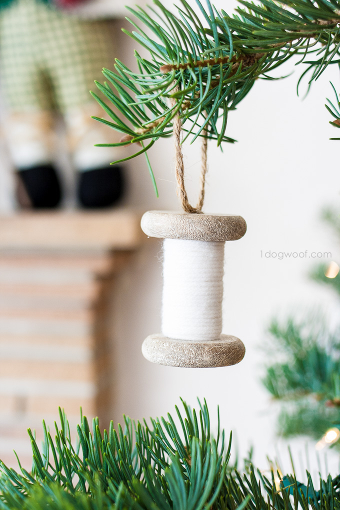 Super simple yarn-wrapped spool ornaments | www.1dogwoof.com