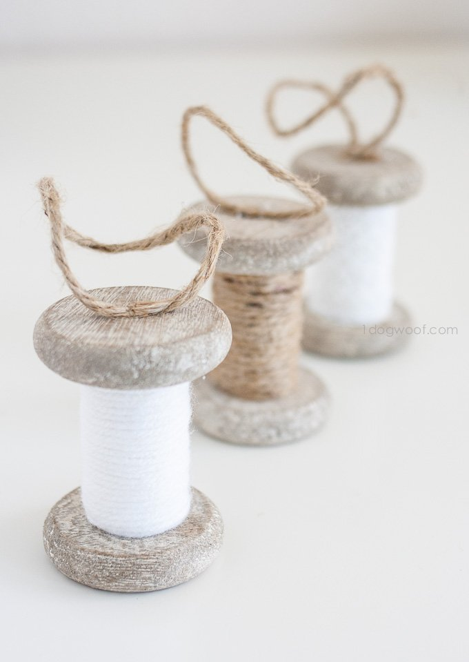 Super simple wrapped spool ornaments - use yarn, twine or lace! | www.1dogwoof.com