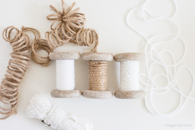 Super simple spool ornaments.  Customize them with twine or lace too!  | www.1dogwoof.com