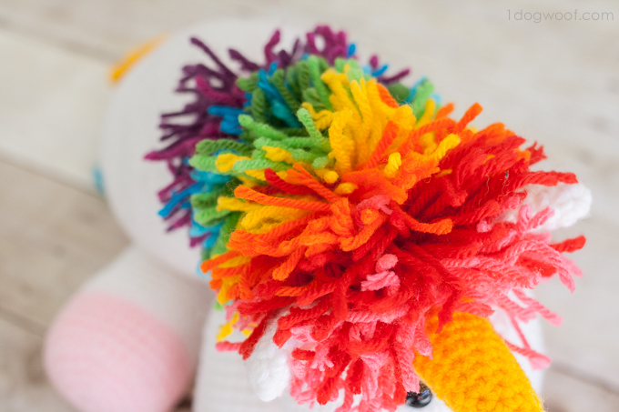 An explosion of color on this crochet unicorn | www.1dogwoof.com