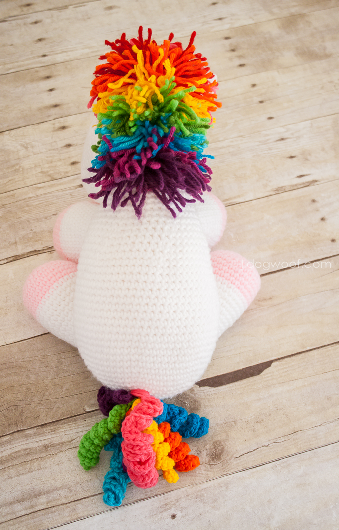 Love the colors on this crochet unicorn. Free pattern! | www.1dogwoof.com