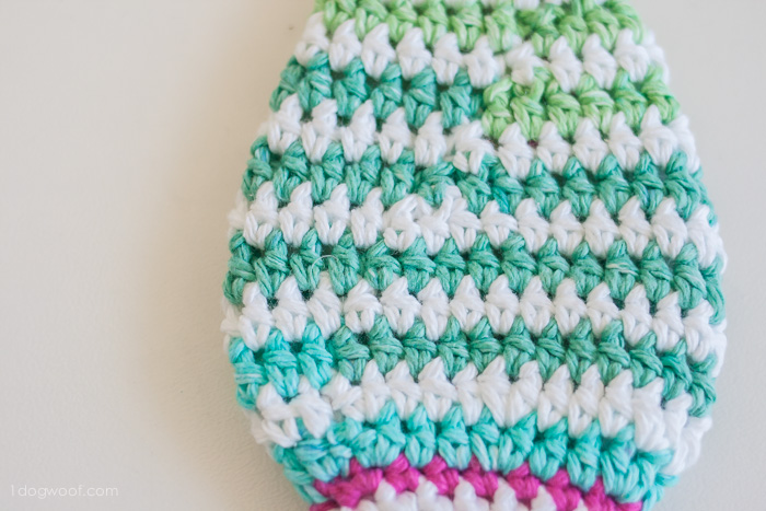 Perfectly seamless crochet stripes. Can you tell where the join is? via 1dogwoof.com