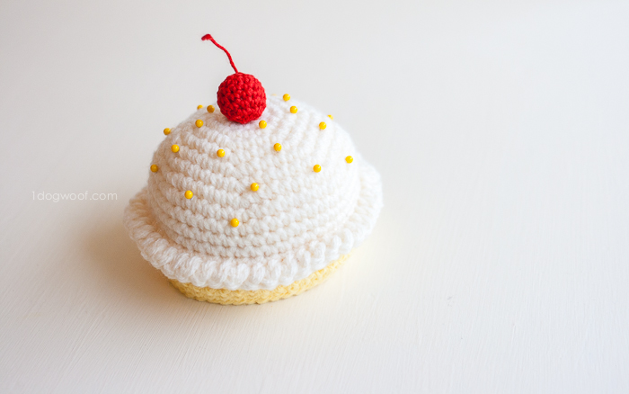 crochet cupcake pincushion