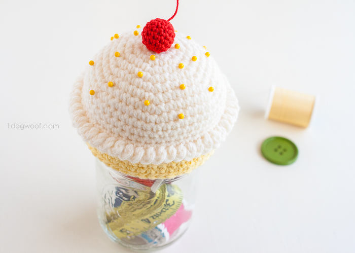 Crochet cupcake pincushion sewing kit | www.1dogwoof.com