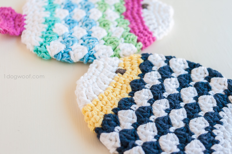 Crochet fish scrubbie washcloths | www.1dogwoof.com