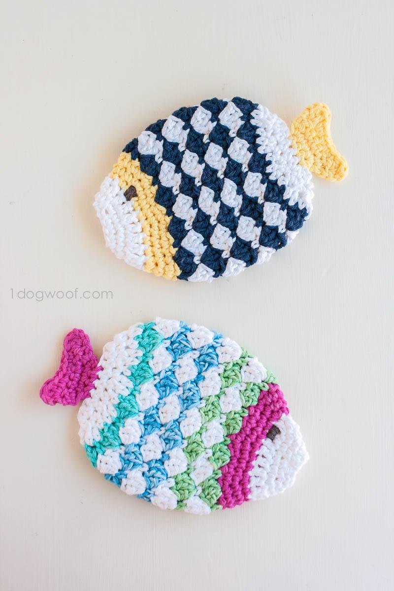 Crochet fish scrubbie washcloths | www.1dogwoof.com