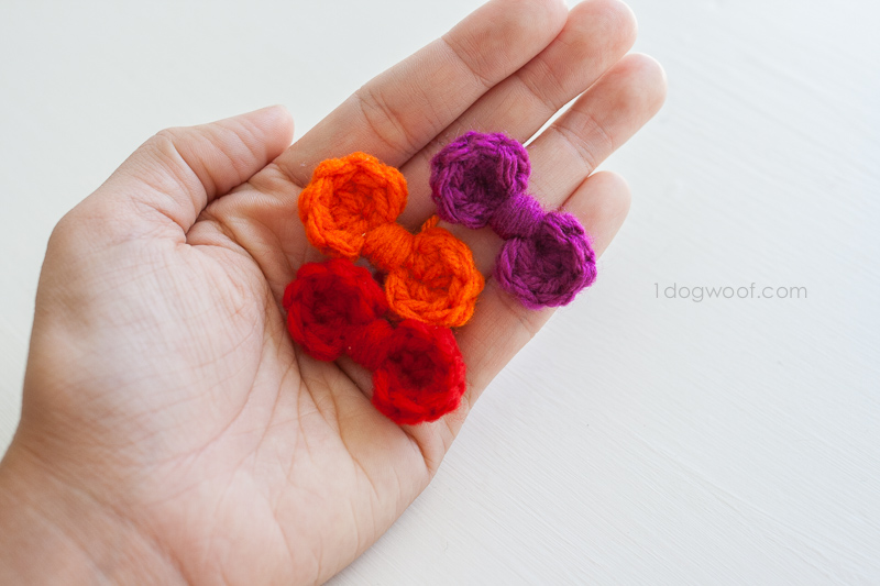 Itty bitty crocheted mini bows. | www.1dogwoof.com