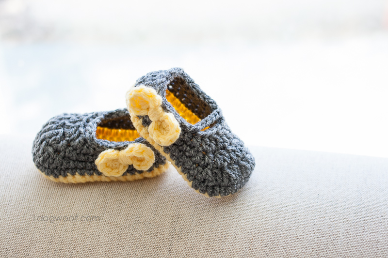 I made these shoes for a little girl named Piper. I hope she likes bows. | www.1dogwoof.com