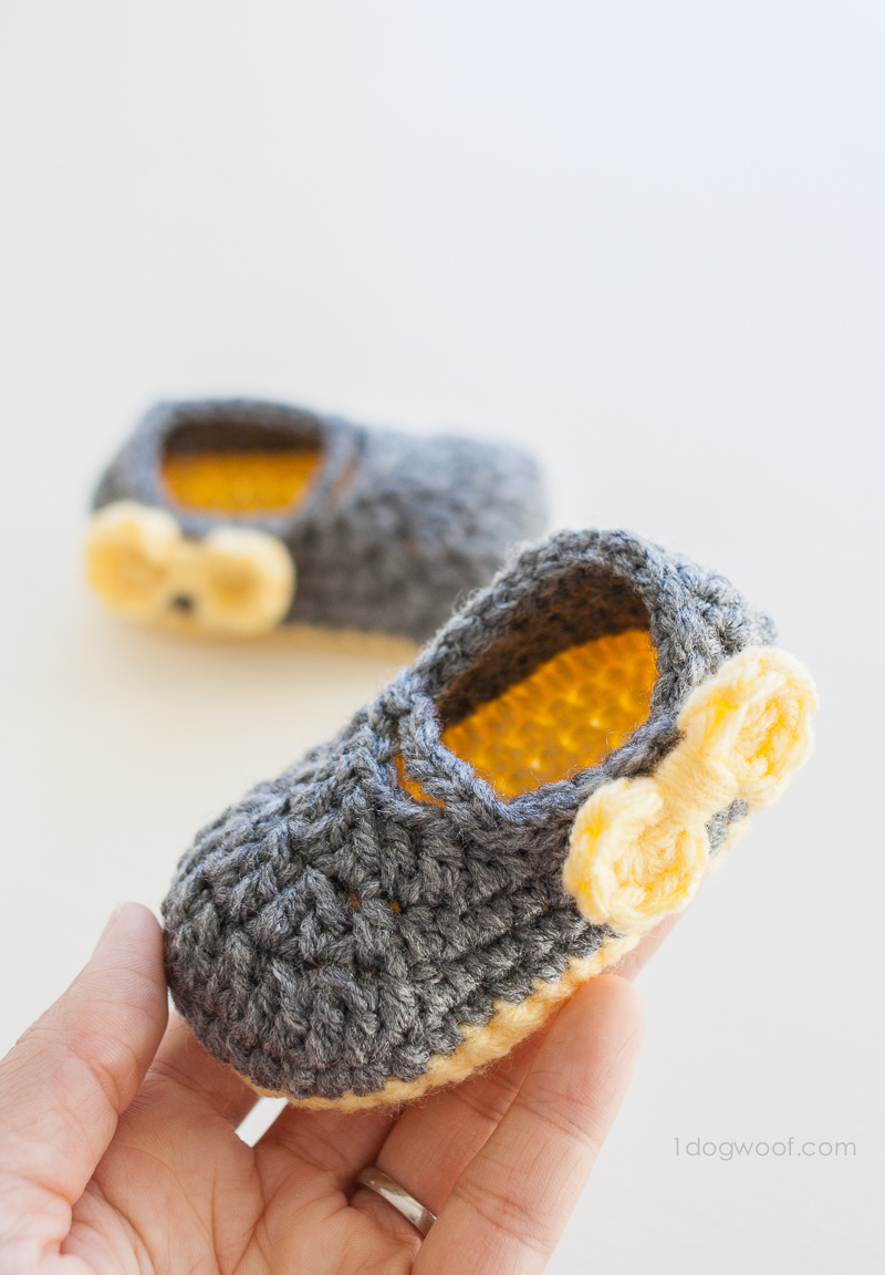 Piper Jane crochet baby shoes with bow embellishments. | www.1dogwoof.com