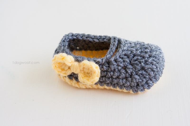 Add bows to little shoes for a bit of color! | www.1dogwoof.com