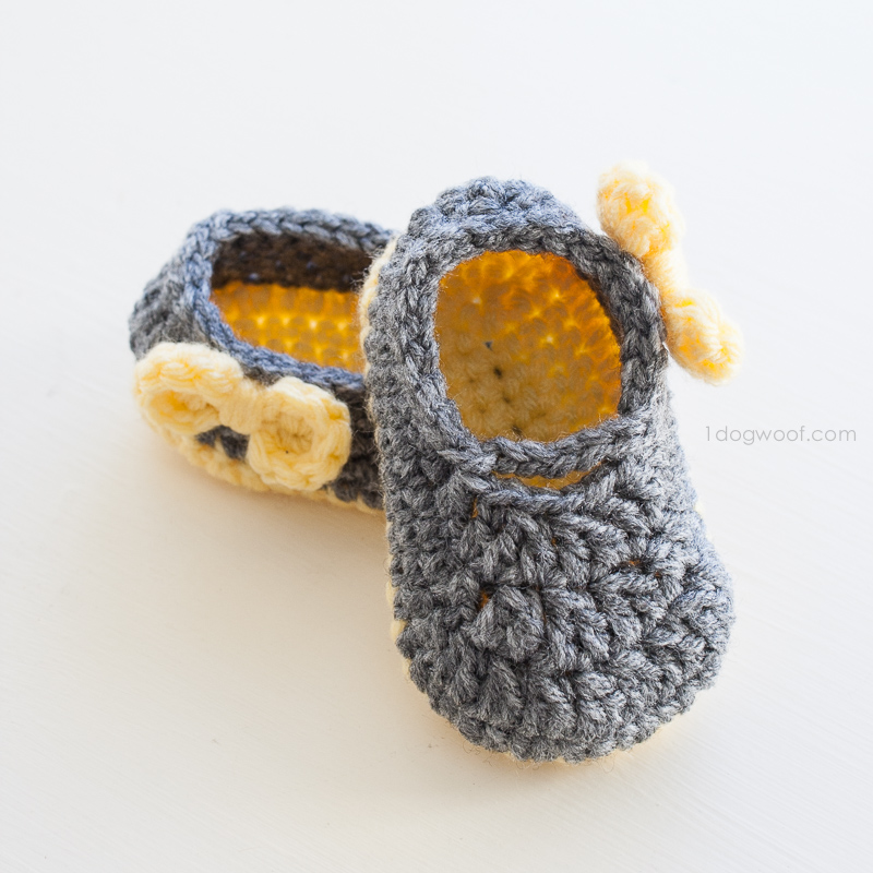 Crochet up a pair of adorable Piper Jane baby shoes | www.1dogwoof.com