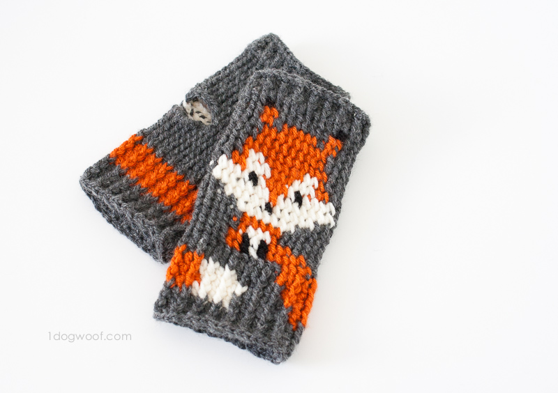 Cute fox fingerless gloves crochet pattern, FREE pattern | www.1dogwoof.com