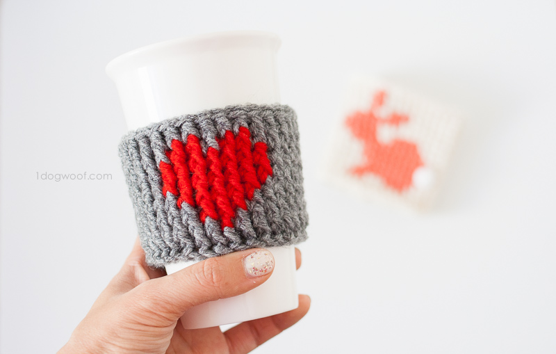 Heart cup cozy, free pattern by www.1dogwoof.com