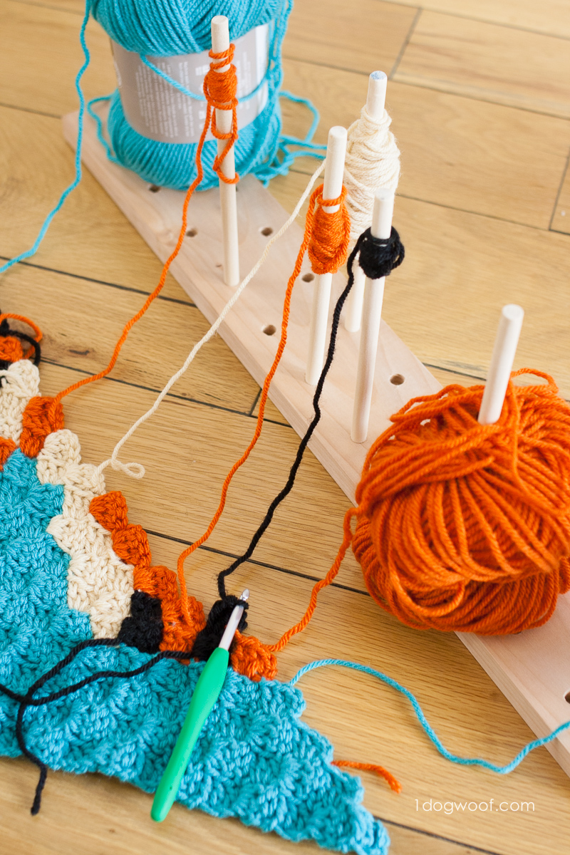 A modular crochet bobbin holder can keep your c2c crochet project organized | www.1dogwoof.com