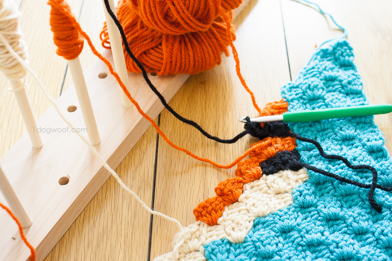 Modular crochet bobbin holder | www.1dogwoof.com